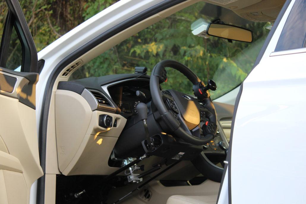 Véhicule adapté pour cours de conduite